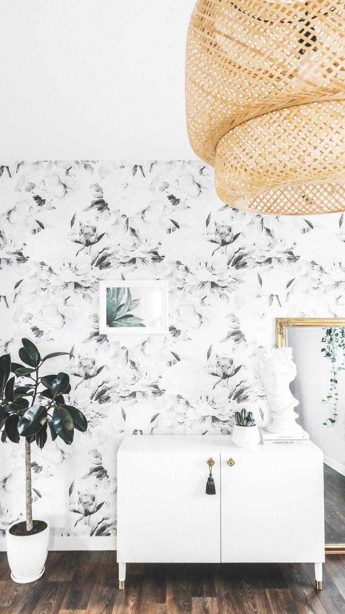 grey-floral-wallpaper-in-boho-interior_07de80b5-4cca-418d-bc97-6a6354717f9d_2048x2048